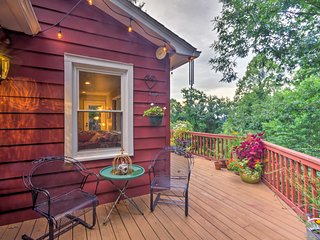 Hendersonville Home w/ Deck - Near Hiking & Dwtn!