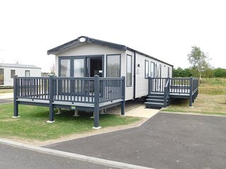 Tattershall Lakes  Supreme 2018 Caravan with Hot Tub 22 Lancaster Crescent