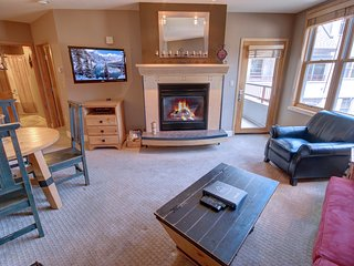 Silver Mill 8255 Walk to Gondola, Free Parking, Wifi, Hot tub, Fire Place