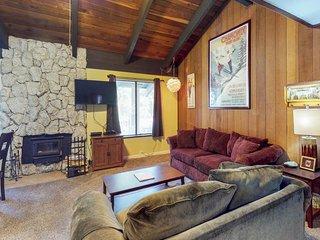 NEW LISTING! Family-friendly condo w/shared hot tub, pool-near ski & lake