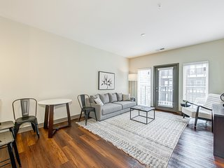 1BR Apartment in the Crossroads of America