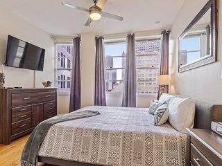 #1115- HIGHRISE CONDO CANAL ST/ FRENCH QTR SLEEPS 4