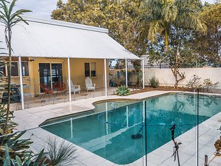 Spectacular family home on canal - Endeavour Dr, Banksia Beach