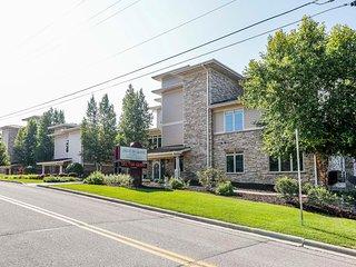 Wisconsin Dells Getaways #204 - Three Bedroom Two Bath Courtyard Villa Sleeps up