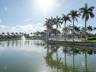 Desirable 2BR 2BA Condo with Stunning Lake views in Isla Del Sol