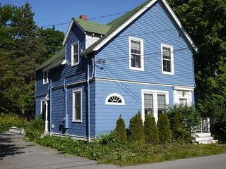 Harbor Breeze A - downstairs duplex in the village of Bar Harbor