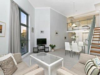 GA104 - Loft style Apartment Close to Everything
