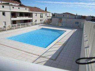Appartement spacieux au calme ds residence avec piscine a 5 Kms des plages