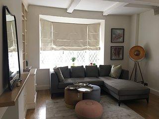 Exquisite 4 bedroom Kensington House - Location, Location, Location....
