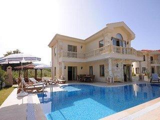 Çeşme'de Özel Havuzlu Kiralık Villa