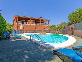 Ravell - Hubsches Haus mit Pool, 400 m vom Strand