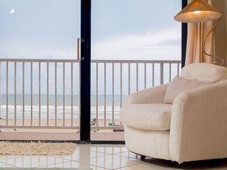 Direct Ocean Front Condo in Downtown Cocoa Beach with Free Wi-Fi