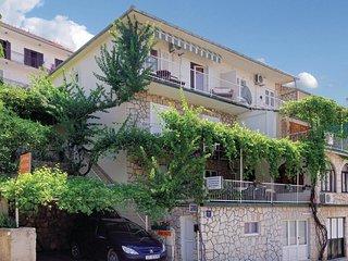 3 bedroom Apartment in Jelsa, Splitsko-Dalmatinska Županija, Croatia : ref 55625