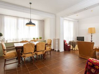 Vintage 3 bedroom apartment in the Born, near to the Arc de Triomf of Barcelona