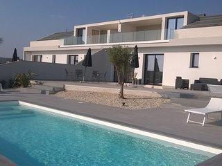 Lussuosa villa con piscina