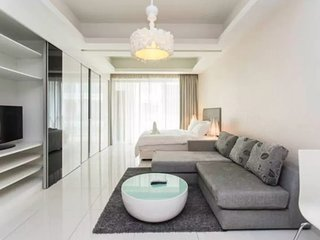 Damas Lux Studio Suites with Balcony