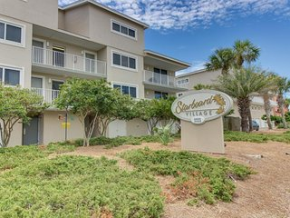 Beachfront condo with shared pool and great views of the white sand!