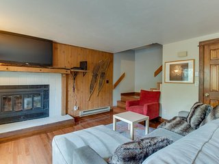 NEW LISTING! Centrally located condo w/deck-near Dillon Reservoir, bus to slopes