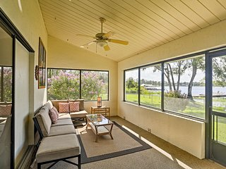 Calm Waterfront Home on Lake Hill - Downtown 8 Mi!