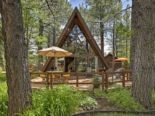 NEW! Cabin w/ Patio on Golf Course-3 Mi to Pinetop