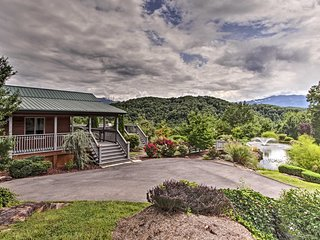 NEW! Sevierville Cabin - Private Pond - Mtn Views!