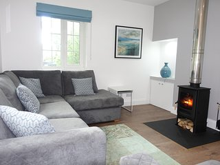 NEW LISTING! Charming 2 bedroom cottage, wood burning stove. Dogs Welcome.
