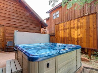 Mountain view home w/ private hot tub & patio - close to golf, trails & more!