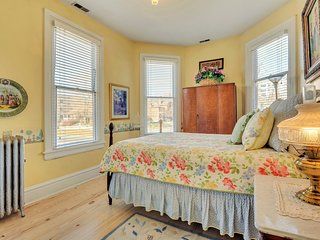 Ellerbeck Mansion Bed & Breakfast - Spring Breeze Room