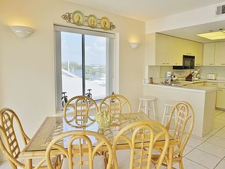 Exceptional One Bedroom Villa 3rd Floor with Elevator and Use of Pool! A1233B