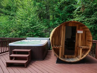 ★Modern House 7 min to Shawnee Ski Aria~Real Sauna~Outdoor Hot Tub~Game Room★