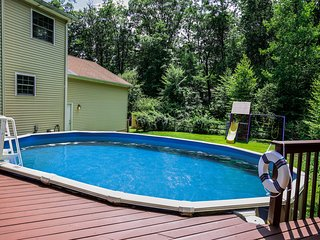 MODERN 8BDR HOUSE WITH PRIVATE HEATED POOL, SAUNA, HOT TUB, FIREPLACE & FIRE PIT