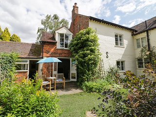 THE COTTAGE, walks from the doorstep, near Pershore