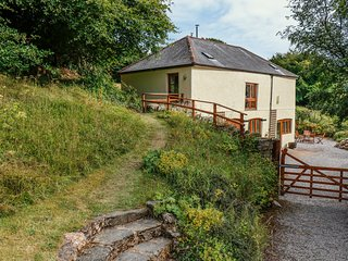 THE STABLES, woodburner, views, near Roadwater