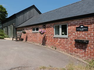 THE STABLES, barn conversion, near Whitchurch, 986355