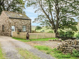 BYRE COTTAGE, open-plan, veranda with views, near Alston