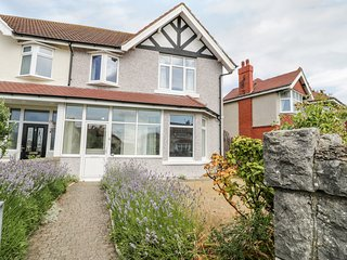 HAFAN Y MOR, excellent seaside location, Llandudno