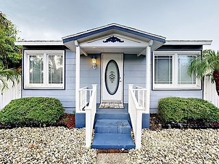 Cozy 2BR Beach Bungalow w/ Private Back Patio - 2 Blocks to Downtown Gulfport