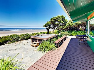 Unique Oceanfront Octagon 3BR w/ Private Hot Tub, Fire Pit & Beach Access