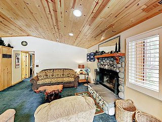 2BR Cabin w/ Hot Tub & Decks - 5 Minute Walk to Ski Resort