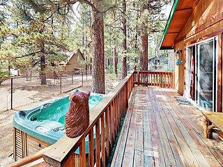 2BR Cabin w/ Hot Tub & Decks - 5 Minute Walk to Ski Resort