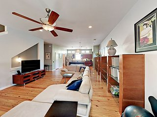 Trendy 2BR/2.5BA Condo in Coveted South Lamar Neighborhood w/ New Furnishings