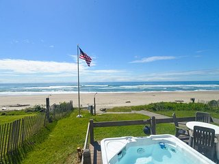 Oceanfront w/ hot tub and only a few private steps to the sand in Roads End