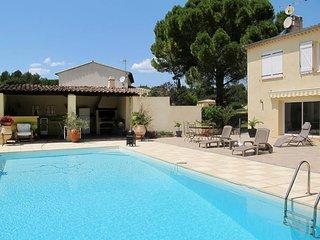 2 bedroom Apartment in Draguignan, Provence-Alpes-Cote d'Azur, France : ref 5437