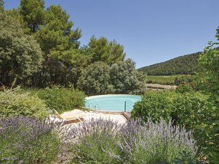 3 bedroom Villa in Gigondas, Provence-Alpes-Côte d'Azur, France : ref 5539395