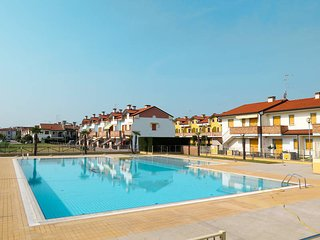 3 bedroom Apartment in Rosolina Mare, Veneto, Italy : ref 5434611