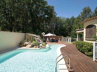 Villa provençale de charme de 200M2 avec piscine privée à Nans les Pins.