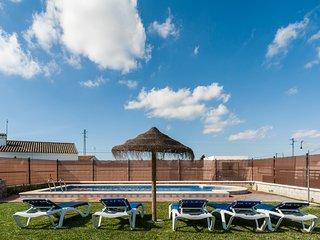 Chalet pareado con piscina compartida