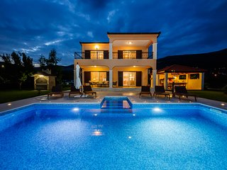 'Summer Oasis' peaceful & quiet villa with pool