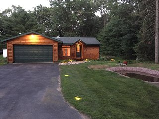 Wisconsin Cabin getaway near 2 lakes - and with the amenities of home