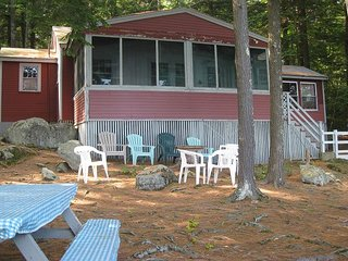 Lakefront Cottage Retreat on Lake Waukewan (MAY26W)